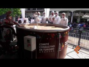 La plus grande tasse de chocolat chaud du monde