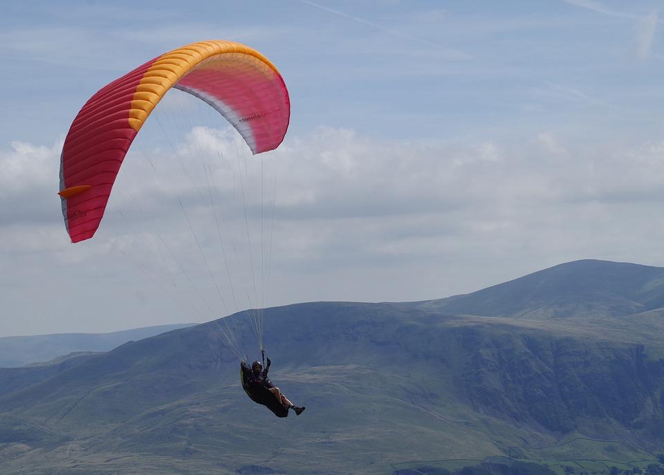 La plus vieille personne à sauter en parachute
